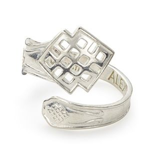 NWT Endless Knot Spoon Ring